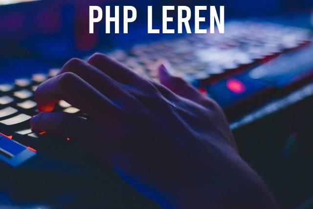 PHP leren hand met verlicht toetsenbord