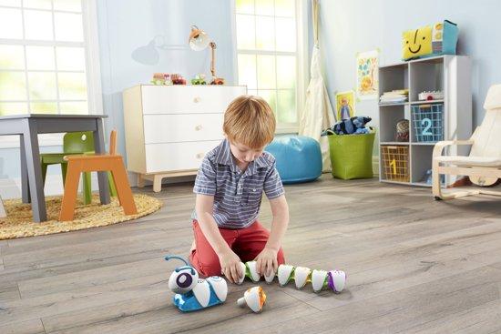 Kind speelt met Co-de-Rups