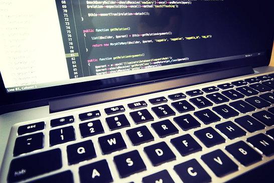 Coderen voorbeeld op een laptop