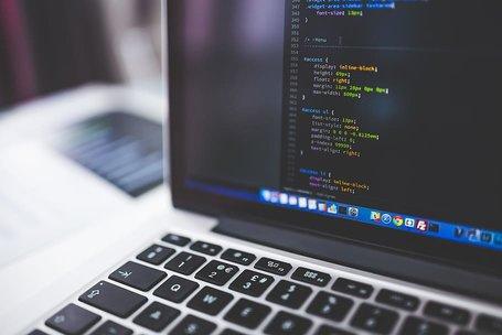 Code laptop voor programmeur opleiding voorbeeld