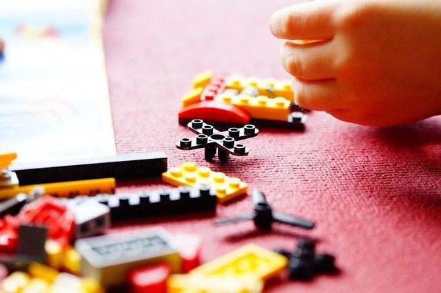 LEGO kind hand