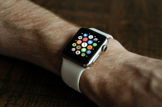 Apple Watch om harige arm